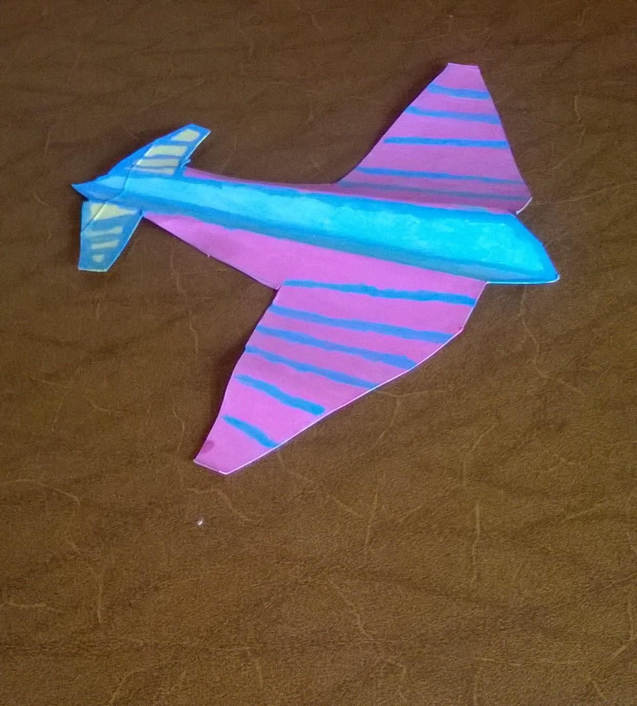 aereo di cartone