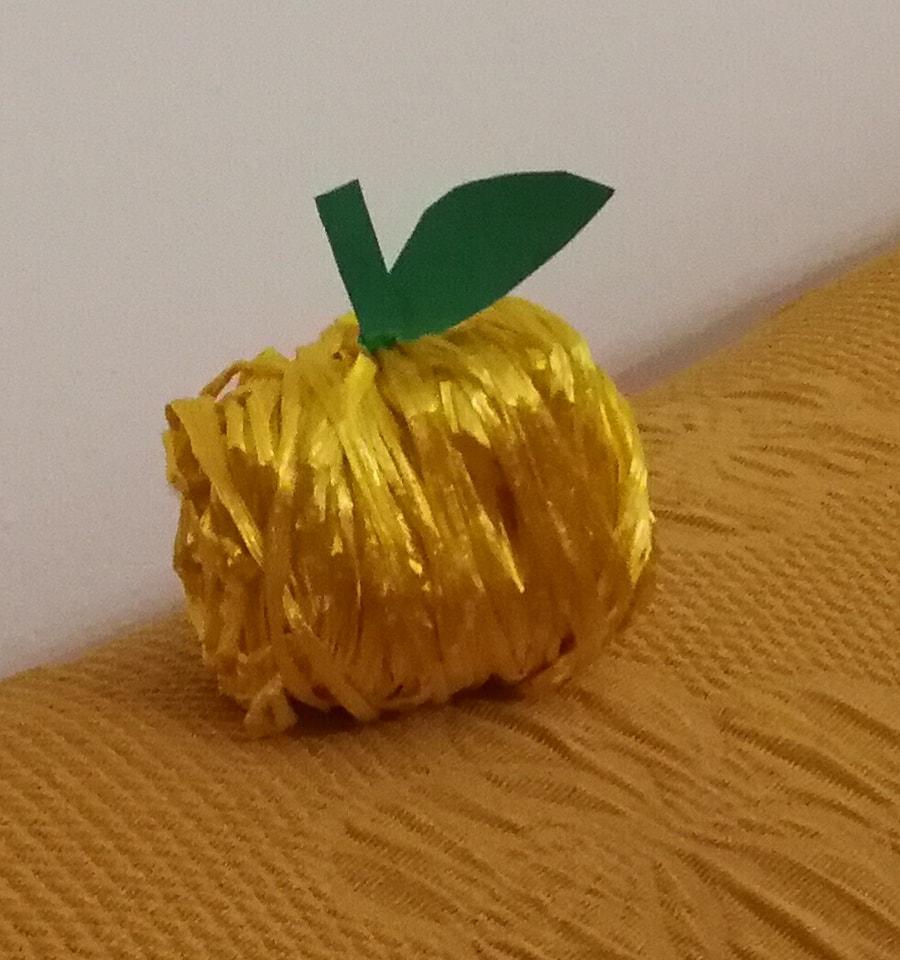 mela-con-rafia